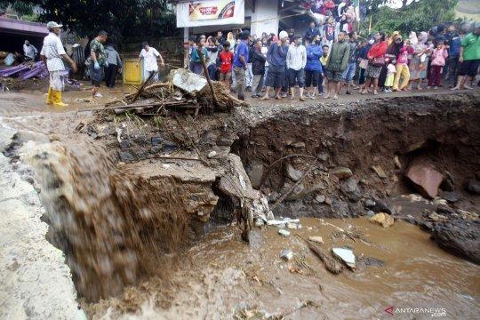 Satgas: Waspadai klaster COVID-19 dari lokasi pengungsian bencana
