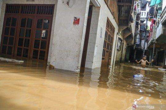 Sungai Ciliwung meluap, beberapa wilayah di Jakarta terendam banjir