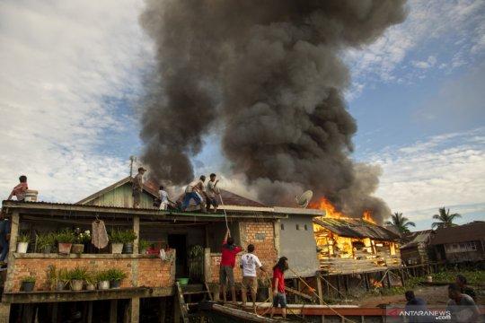 Kebakaran permukiman padat penduduk di Palembang