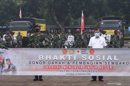 TNI gelar donor darah dan bagi-bagi sembako