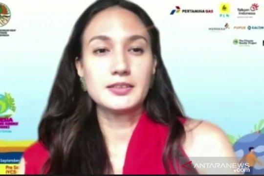 Nadine Chandrawinata bagi cara sederhana bantu atasi perubahan iklim