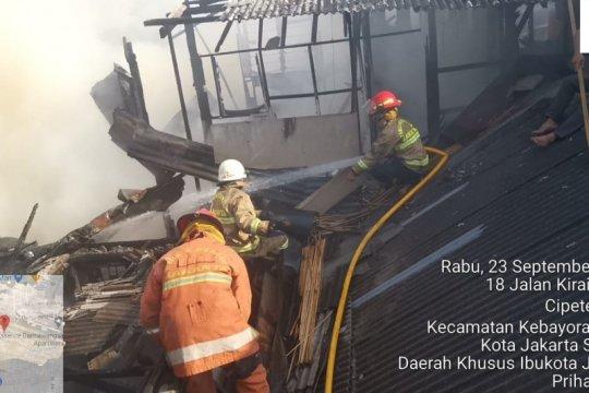 17 unit pemadam dikerahkan padamkan kebakaran di Cipete Utara