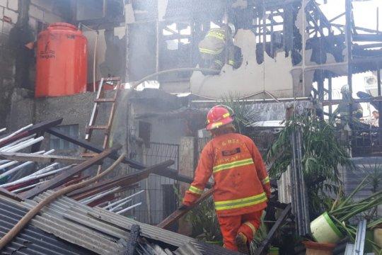Arus pendek listrik picu kebakaran di Cipete Utara