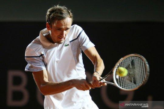 Atasi Raonic, Medvedev ke final Paris Masters