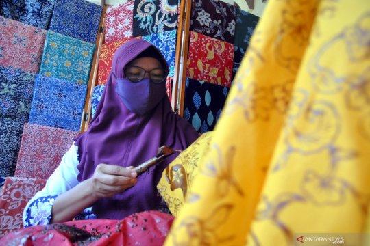 Perajin batik motif khas Bogor tetap berproduksi di tengah pandemi