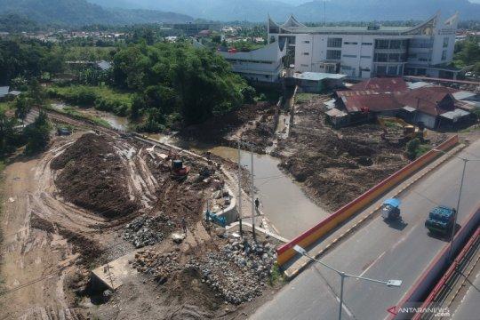 Proyek pengendali banjir di Padang