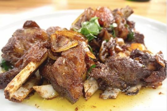 Menikmati olahan daging kambing empuk bebas perengus di Kedai Gelojoh