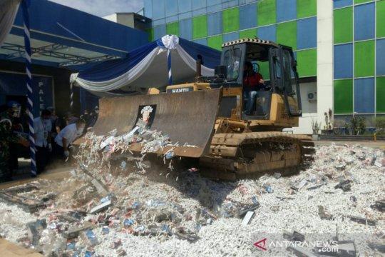 Bea Cukai Sumbagtim musnahkan 5,7 juta batang rokok di Palembang