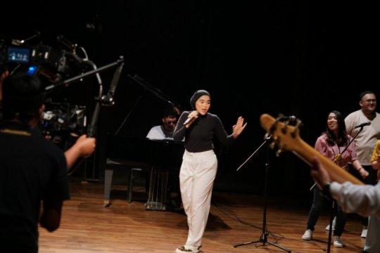 """Sivia Azizah libatkan keluarga di video musik """"Love Spells"""""""