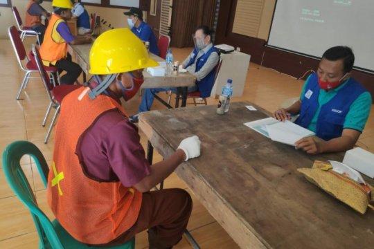 100 tukang bangunan bedah rumah ikut sertifikasi