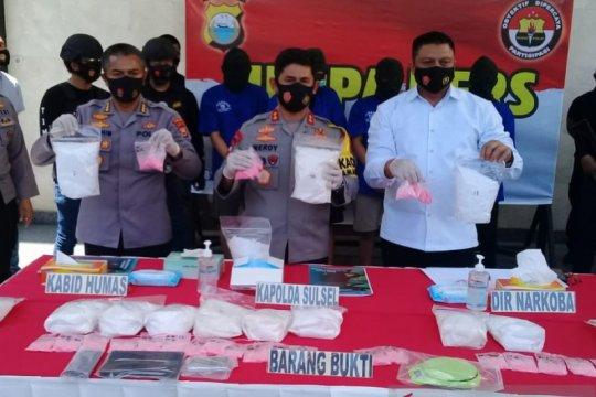 Polisi gagalkan peredaran 13 kg sabu dan 2.994 pil ekstasi di Makassar