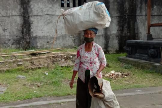 Warga Desa Pejeng Kangin kumpulkan 4 ton sampah selama COVID-19