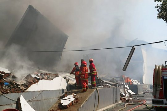 Gudang popok dan produk kecantikan di Kabupaten Malang terbakar