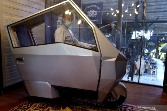Inovasi sepeda motor listrik Manouv