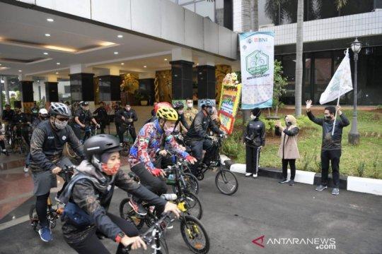Kemendes sambut Hari Batik Nasional dengan gowes berbatik