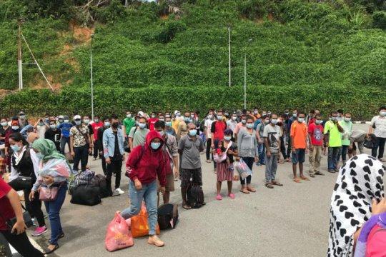 Malaysia pulangkan 240 PMI melalui PLBN Entikong