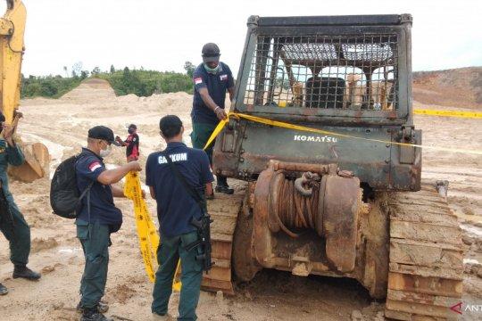 Balai Gakkum LHK amankan operator alat berat galian C di Sorong