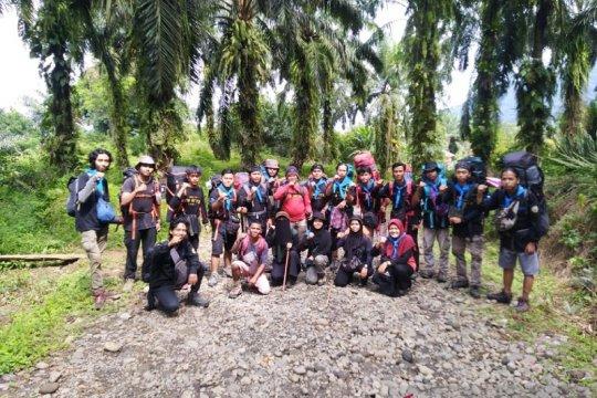 Ekspedisi Mapala UIN Jambi sukses perdana mendaki Gunung Talamau