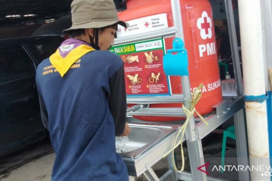 PMI Kota Sukabumi bangun fasilitas cuci tangan di lokasi banjir