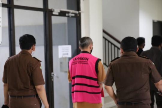 DJP Jatim I serahkan tersangka pemalsu faktur pajak ke Kejari Surabaya