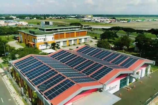 720 panel surya hiasi atap gedung Bandara Soetta mulai 1 Oktober