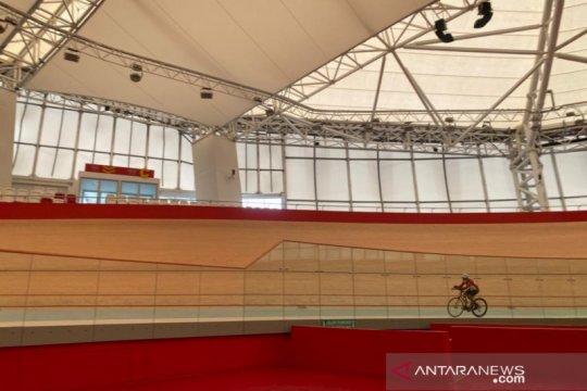 Kisah mantan pembalap tempuh 1.100 km finis di Jakarta Veledrome