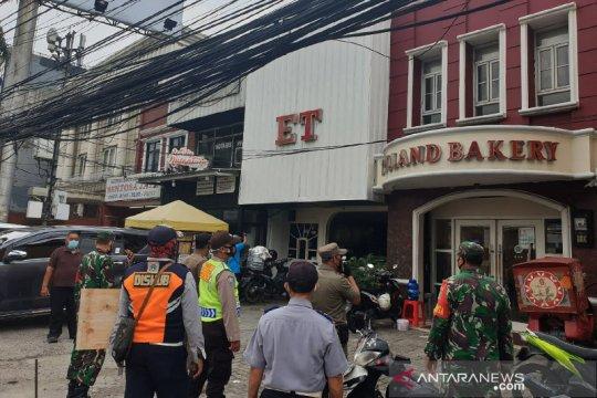 Operasi Yustisi, Tiga Pilar Mampang sasar pertokoan