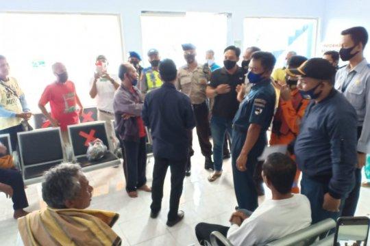SAR evakuasi 6 nelayan, korban kapal terbalik di perairan Lombok Barat