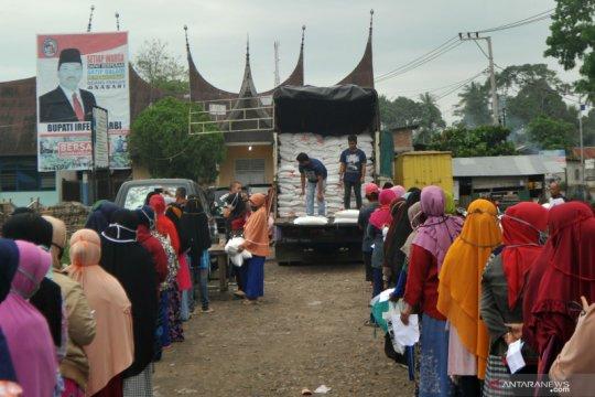 Penyaluran bantuan beras Program Keluarga Harapan