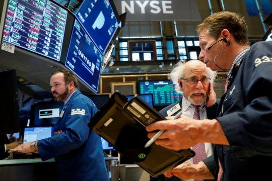 Wall Street dibuka bervariasi, sebagian besar turun