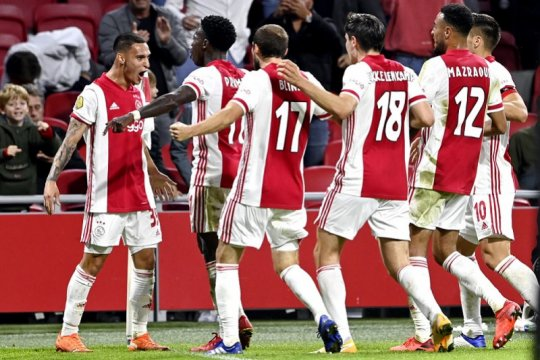 10 pemain Ajax tundukkan Vitesse 2-1