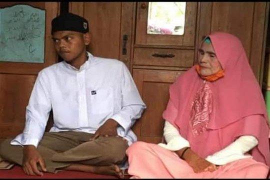 """Pemuda lajang di Buntok Kalteng nikahi """"Luna Maya"""" berusia 62 tahun"""