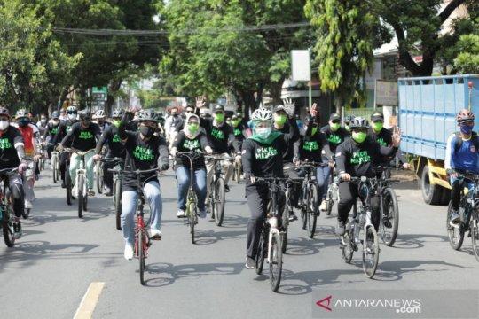 Gubernur Jawa Timur kampanyekan gerakan bermasker sambil gowes