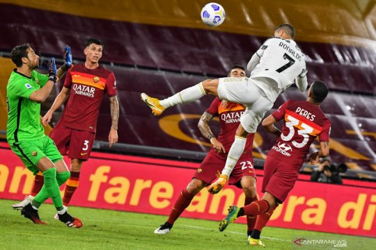 Dua gol Ronaldo hindarkan Juventus dari kekalahan di Roma