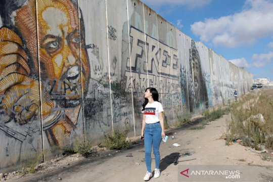 Desa Palestina memasang kamera untuk awasi serangan Israel