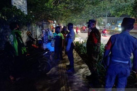 Operasi yustisi bubarkan kerumunan pengemudi ojek daring