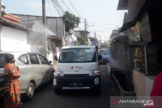 PMI Jakarta Barat gencar disinfeksi di Kelurahan Cengkareng Timur