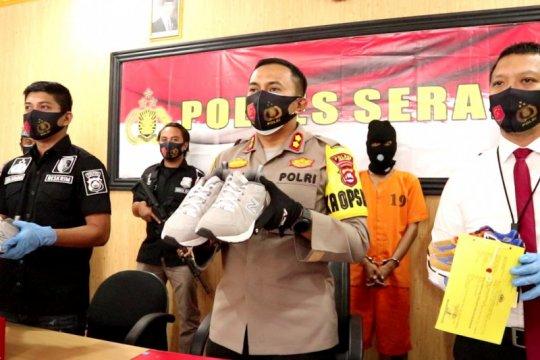 Polres Serang ungkap kasus penggelapan sepatu siap ekspor