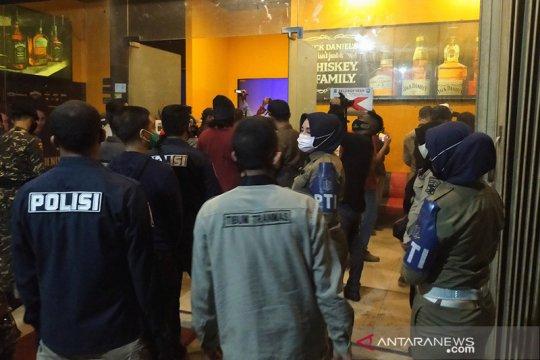 Sejumlah tempat hiburan malam di Surabaya dicabut izinnya