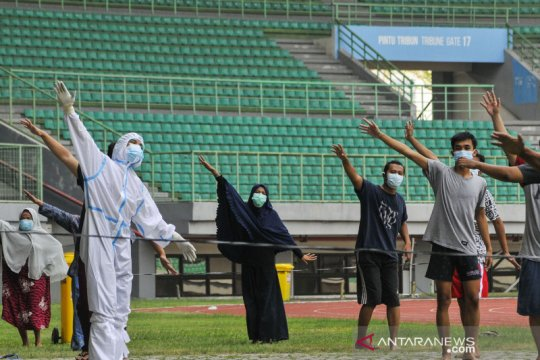 Pasien COVID-19 olahraga di stadion Patriot Chandrabhaga