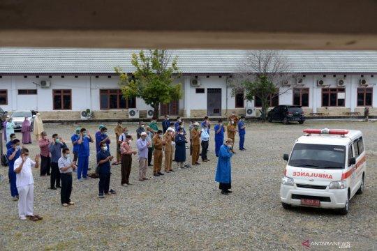Rekan sejawat shalatkan jenazah seorang dokter spesialis paru terpapar COVID-19