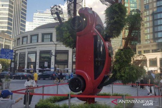 Karya seniman Indonesia dipajang di pusat keramaian Shanghai