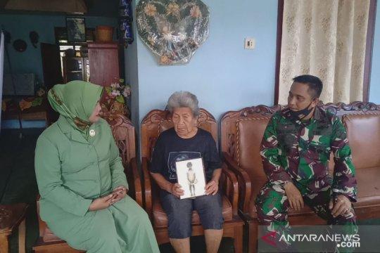 Dandim Sangihe serahkan bingkisan kepada pengasuh Ade Irma Nasution