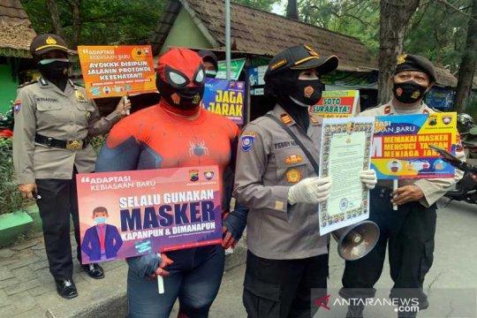 """Polresta Surakarta libatkan """"spiderman"""" sosialisasi protokol kesehatan"""