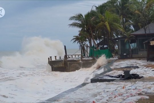 Badai Noul yang membawa hujan lebat dan hapus kekeringan di Thailand