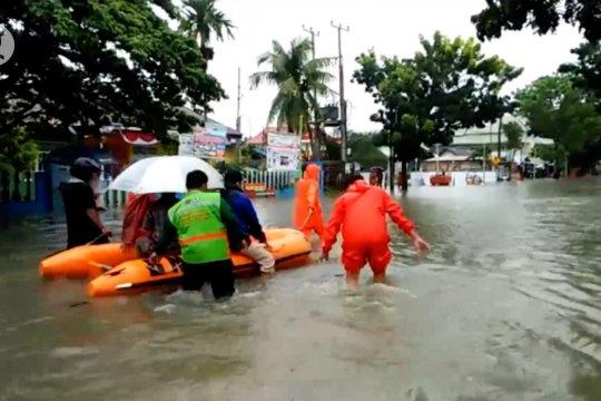 Banjir & longsor landa Kota Padang