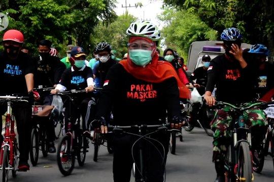 Bersepeda, Gubernur Khofifah serukan disiplin protokol kesehatan