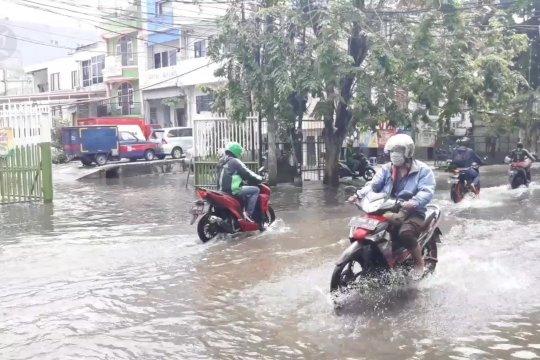 Green Garden Jakbar masih tergenang banjir hingga 40 cm
