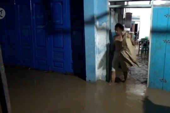 Jelang pergantian hari, Kota Palu diterjang banjir