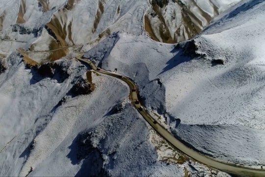 Melintasi jalan bebas hambatan tertinggi di dunia